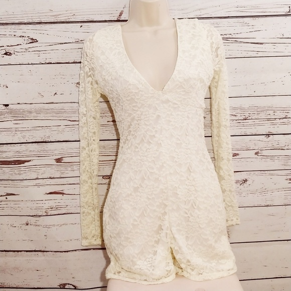 7c9acdf999f5 Nwt Missguided white lace long sleeve playsuit